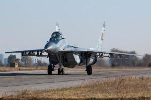 МиГ-29 рулира след кацане