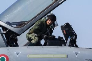 Български пилот заема мястото във втора кабина за съвместен полет на италиански Тайфун