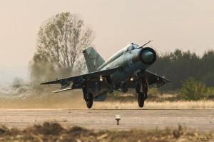 МиГ-21бис излита на форсаж