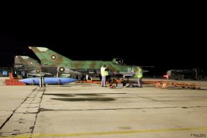 МиГ-21бис установява двигателя след нощна задача