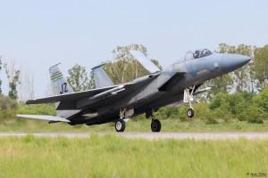 F-15C каца с въздушна спирачка