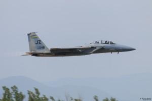 F-15C прелита ниско на форсаж