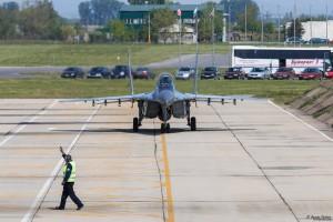 МиГ-29 рулира след задача с F-15C
