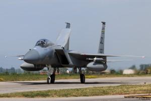 F-15C рулира след изпълнение на задача