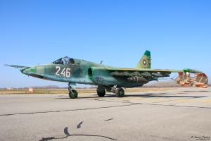 Су-25 рулира след успешна тренировъчна мисия