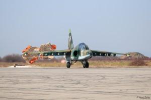 Су-25УБ каца с парашути